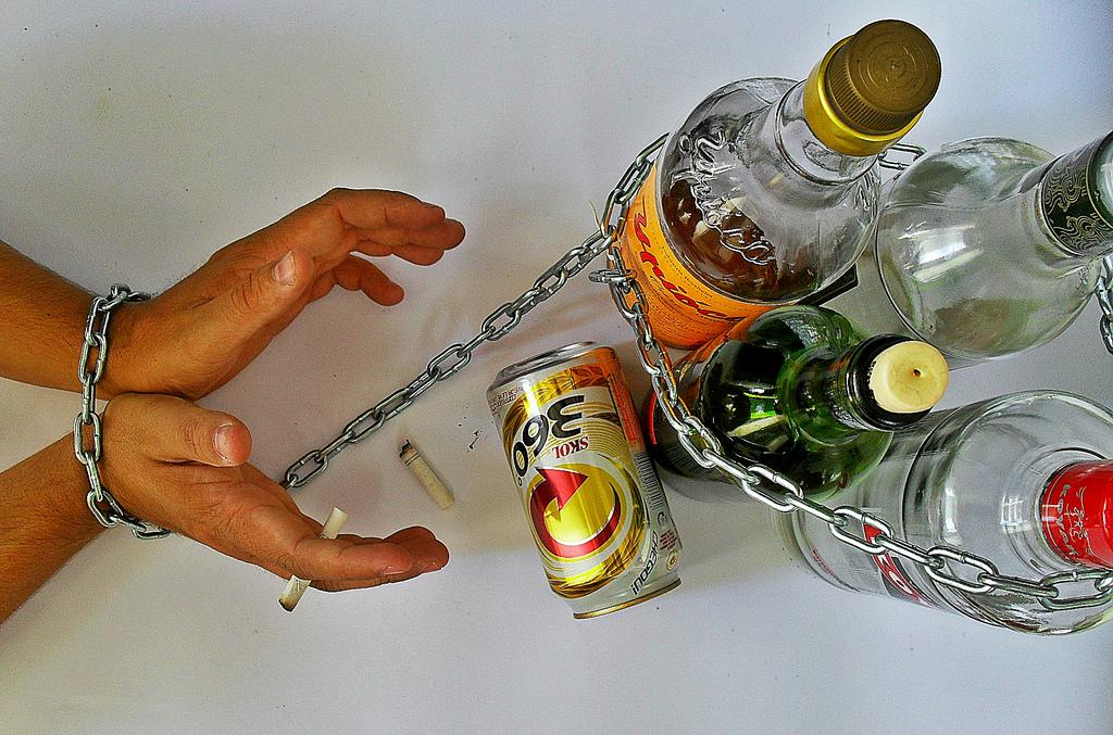 Quello che i rimedi di gente aiuteranno a smettere di bere